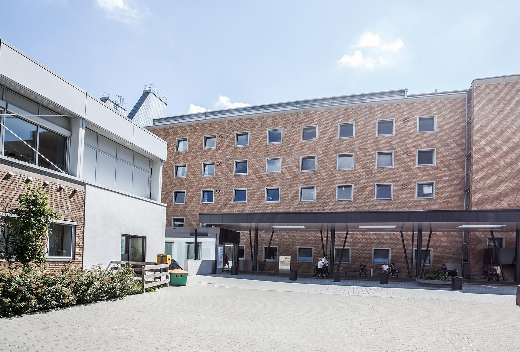 Außenaufnahme Klinikum Kempten. Eingangsbereich.