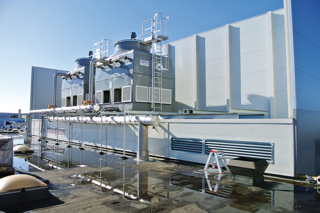 2 cooling towers from Cofely on the roof of a company.