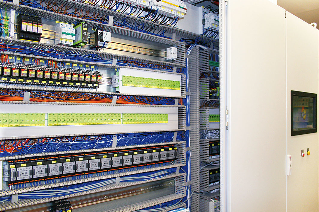 Measurement, control and automation technology. A look inside the switch box.