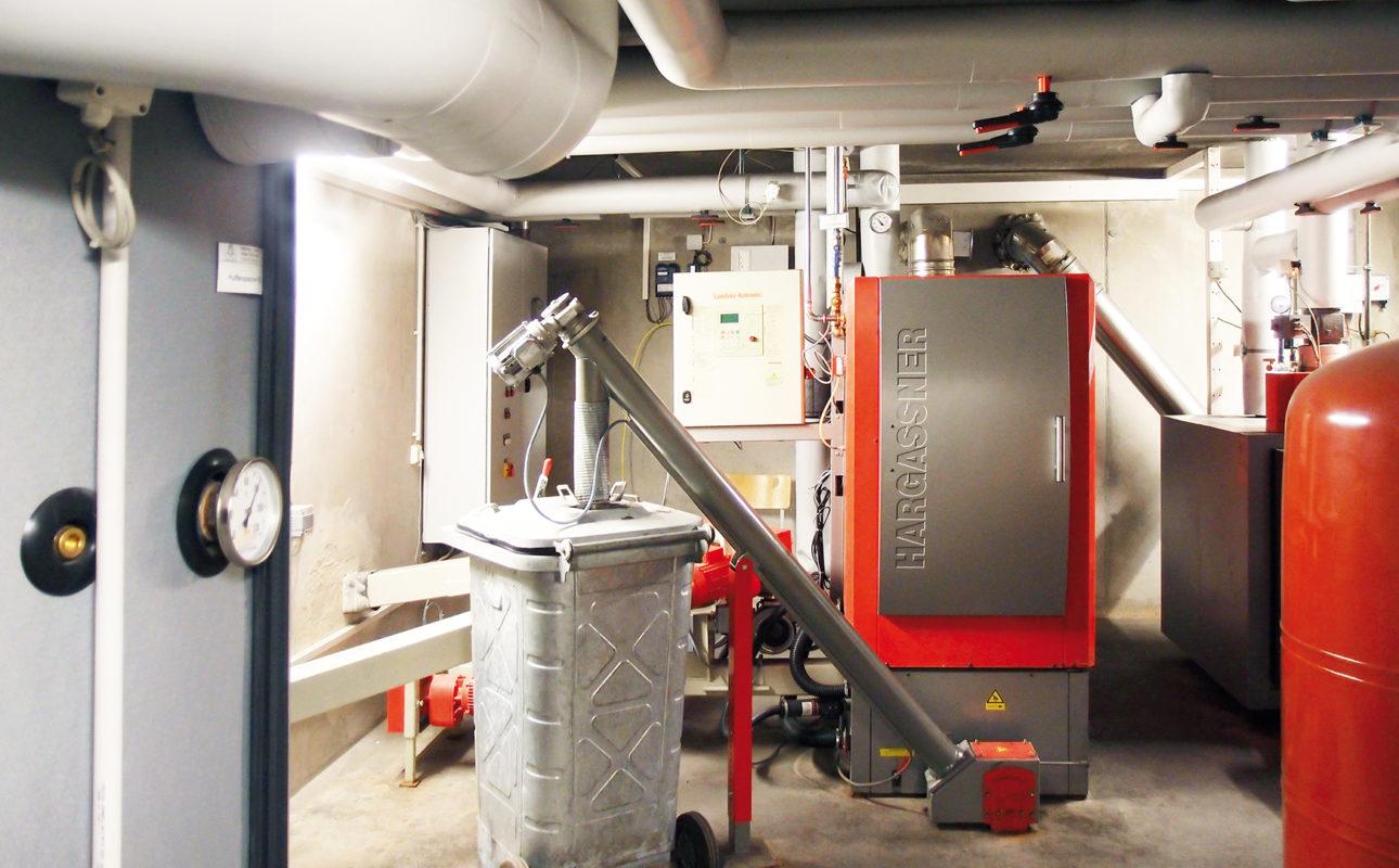 Biomasse Brennkessel von Hargassner für ein Mehrfamilienhaus