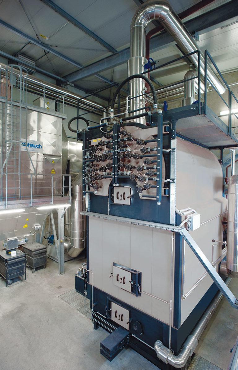 Biomasse Brennkessel mit Hackschnitzel von Viessmann in Silber